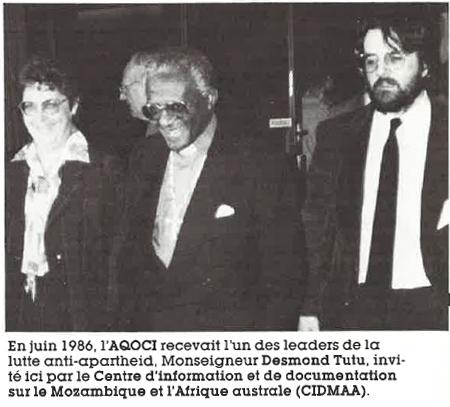 En juin 1986, l'AQOCI recevait l'un des leaders de la lutte anti-apartheid, Monseigueur Desmond Tutu, inviété ici par le Centre d'information et de documentation sur le Mosambique et l'Afrique australe (CIDMAA)